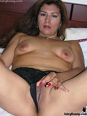 Mexican MILF Veronica spreads her pink latin pussy